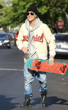 Justin Bieber The pop star has fun riding his skateboard on the streets of Los Angeles. Justin Bieber Style, Justin Bieber Pictures, Bae, Hot Guys, Street Wear, Bomber Jacket, Winter Jackets, Celebs, Outfits