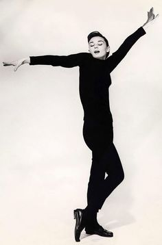 Audrey Hepburn by Richard Avedon, 1957 via Nuji.com