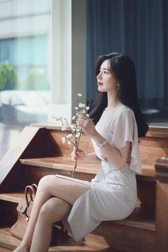 milkcocoa(MT) daily 2018 feminine & classy look - Her Crochet Pretty Asian Girl, Beautiful Asian Girls, Korean Beauty, Asian Beauty, How To Look Classy, Asian Style, Ulzzang Girl, Classy Outfits, Asian Fashion