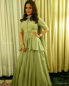 A-Line Wedding Dresses Collections Overview 36 Gorgeou… Lehenga Choli Designs, Sharara Designs, Choli Blouse Design, Blouse Designs, Indian Gowns Dresses, Indian Fashion Dresses, Indian Designer Outfits, Indian Outfits, Indian Fashion Trends