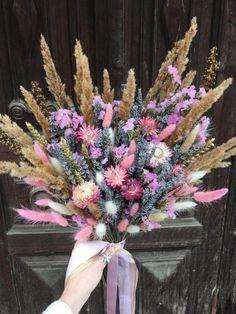 Раскидистый букет с лавандой и сухоцветами