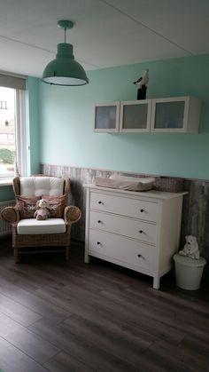 ideeën voor kinderkamer op zolder | babykamer met echt hout, Deco ideeën