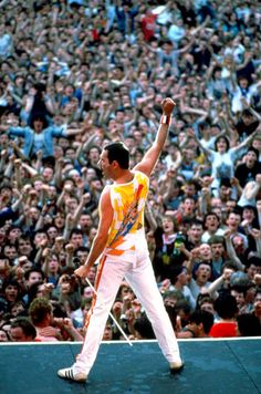 May celebrates all-clear from cancer with 'magic' Queen track Long live Queen! Freddie Mercury, who died of AIDS on stage in Ireland in live Queen! Freddie Mercury, who died of AIDS on stage in Ireland in 1986 John Deacon, Queen Freddie Mercury, Freddie Mercuri, Good Charlotte, Roger Taylor, We Will Rock You, British Rock, Queen Band, Brian May
