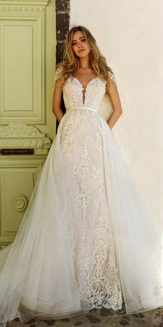 Pretty Tulle   Lace V-Neck 2 In 1 Wedding Dresses With Beaded Lace Appliques b961a04e6ba9