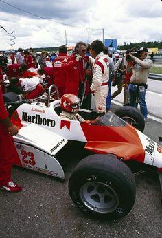 Bruno Giacomelli (ITA) (Marlboro Team Alfa Romeo), Alfa Romeo 182 - Alfa Romeo…