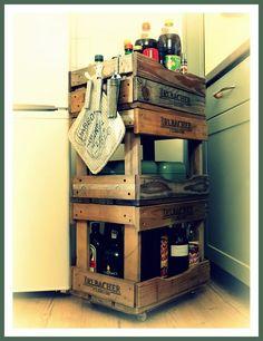 Schlicht, aber schön. Ein Küchenregal aus Weinkisten #DIY