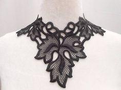 Collier lingerie en guipure noire