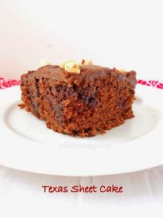 One bowl easy Texas sheet cake recipe with step by step pictures. Easy Texas Sheet Cake Recipe, Sheet Cake Recipes, Pressure Cooker Desserts, Yummy Treats, Sweet Treats, Cookie Brownie Bars, Desert Recipes, Dessert Bars, No Bake Desserts