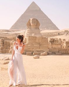 """live the real moment with the most beautiful attractive trip to Egypt while being in the magical city of Hurghada. You can witness one of the seven wonders of the world """"Giza Pyramids"""" in addition to the Great Sphinx and the Egyptian Museum in Cairo which Pyramids Egypt, Cairo Egypt, Egypt Information, Beautiful Places To Visit, Most Beautiful, Amazing Places, Alexandria Egypt, Visit Egypt, Dubai Travel"""