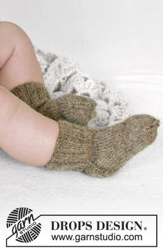 Ravelry: Winter Snuggles pattern by DROPS design Knitting For Kids, Baby Knitting Patterns, Baby Patterns, Free Knitting, Drops Design, Snuggles, Drops Baby, Baby Barn, Knitting Videos