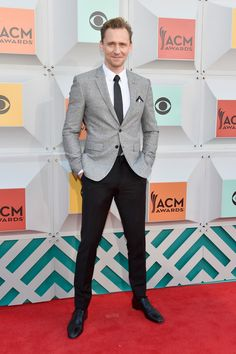 Celebrating the life of singer Hank Williams, who he plays in the biopic, I Saw the Light, Tom Hiddleston attended the 2016 Country Music Awards. Hiddleston mixed smart separates for the occasion, wearing tailored style from Burberry with his go-to footwear brand–Christian Louboutin.