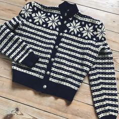 { For sale } Currently working on updating the shop with some fall pieces! Like this hand knitted Scandinavian navy/cream wool sweater with puffed shoulders. Approx a size S-M.