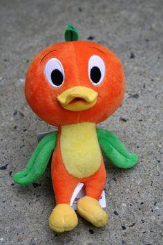I love the orange bird, and this little plush is just too cute! Disney Shirts, Disney Outfits, Walter Elias Disney, Disney Souvenirs, Florida Oranges, Orange Bird, Disney Home Decor, Disney Merchandise, Disney Pins
