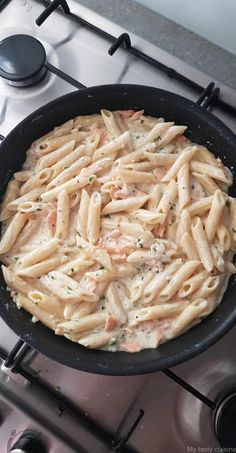 Penne au saumon fumé - My tasty cuisine You are in the right place about Italian Recipes starter Here we offer you the most beautiful pictures about the gluten free Italian Recipes you are looking for Healthy Crockpot Recipes, Healthy Breakfast Recipes, Lunch Recipes, Easy Dinner Recipes, Healthy Meals, Healthy Food, Healthy Chicken Dinner, Salty Foods, Whole Foods Market