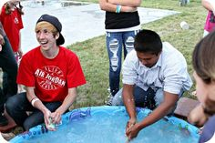 WhiMSy love: Summer Diary: Day Water Games Soap Game: See who can make their bar of soap disappear fastest in a pool of ice water. Outdoor Water Games, Water Games For Kids, Games For Teens, Backyard Games, Outdoor Fun, Outdoor Ideas, Youth Group Games, Family Games, Family Activities
