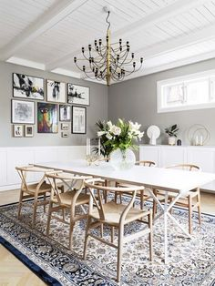 Nice dining room design with large dining table Scandinavian Dining Table, Scandinavian Interior, Style At Home, Teal Dining Chairs, Decoration Gris, Dining Room Design, Dining Rooms, Piece A Vivre, Eclectic Decor