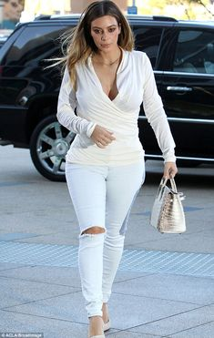 Kim Kardashian put her fit and fabulous figure on full display as she headed out in LA on Friday in a figure-hugging neutral ensemble Tomboy Outfits, Girl Outfits, Fashion Outfits, Fashion Styles, Grunge Outfits, Kim Kardashian Show, Kardashian Style, Legging Outfits, How To Wear White Jeans