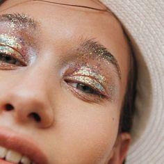 Lost in the Wild Foto Simone Kneefel.ammendola Styling Modell Berenika Make-up . Makeup Trends, Makeup Inspo, Makeup Art, Makeup Inspiration, Beauty Makeup, Face Makeup, 80s Makeup, Drugstore Beauty, Skull Makeup