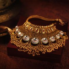 Exquisite antique gold necklace exclusively designed at Bridal Jewelry Vintage, Indian Wedding Jewelry, Bridal Jewelry Sets, Bridal Jewellery, Indian Jewelry Sets, Indian Bridal, Jewelry Design Earrings, Gold Jewellery Design, Necklace Designs