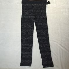 Seamless Patterned Fleece Leggings 2X/3X Seamless Patterned Fleece Leggings 2X/3X. Black leggings with gray snowflake pattern.  92% Polyester 8% Spandex. Brand new. Chances R Pants Leggings