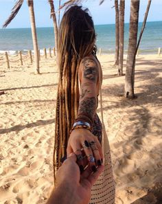 Creative and unique female pictures with dreadlocks on photo - hairstyleto Female Pictures, Female Images, Unique Hairstyles, Messy Hairstyles, Short Hair Cuts, Short Hair Styles, Female Dreads, Estilo Hippie Chic, Dreads Girl