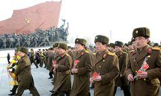 김일성동지와 김정일동지의 동상에 인민군장병들과 각계층 근로자들3