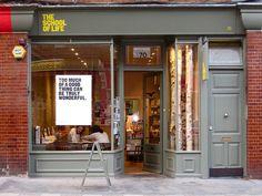 The School of Life   London Идея: менять плакаты с цитатами регулярно, посуда с цитатами и тд