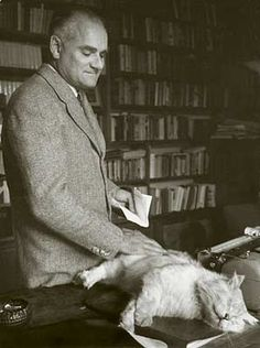 Alberto Moravia et son chat. I Love Cats, Big Cats, Cool Cats, Cats And Kittens, Alberto Moravia, Celebrities With Cats, Celebs, Men With Cats, Animal Gato