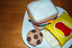 Free Felt Food Pattern and Instructions Kids Play Food, Kids Play Kitchen, Felt Play Food, Felt Food Patterns, Sewing Patterns, Easy Crafts, Crafts For Kids, Food Stands, Christmas Projects