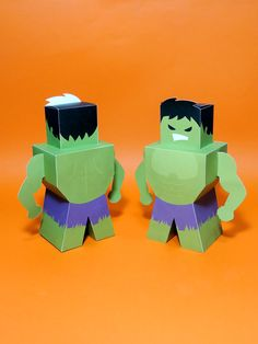Caixa com formato do corpo do Hulk. Para decoração e lembrancinha de festas tema super-heróis e vingadores (avengers). Também disponível na página da Amoí Design no Elo7: www.elo7.com.br/amoidesign