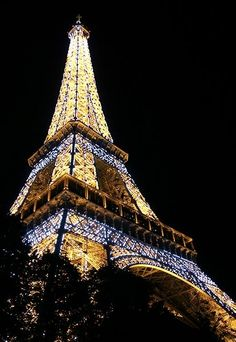 Paris at night beautiful. Black white. White chalk drawing to do :3 shhhh