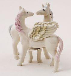 Decorative Salt Pepper Shakers Kitchenware Magnetic Unicorn Couple Lover Kissing