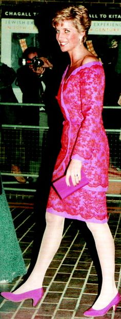 November Princess Diana in an off-the-shoulder pink dress at the Barbican, London. Worn many times, including Japan and Brazil and Royal College of Music London 1991 (w/pearl necklace). Dated from an image collect pic. Princesa Diana, Princess Diana Dresses, Diana Fashion, Women's Fashion, Fashion Boots, Fashion Outfits, Lady Diana Spencer, Duchess Of Cornwall, Princess Of Wales