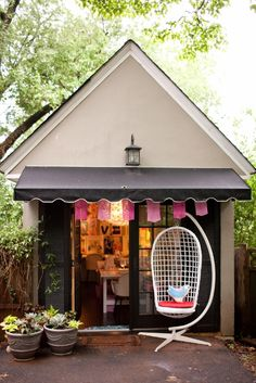 Little Pin Cushion Studio: the studio.  My dream! Turned her garage into a  studio to teach children how to sew.  Such a cute place!