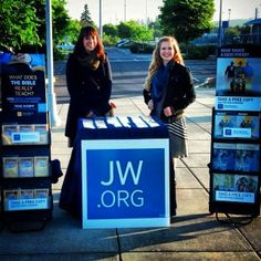 Wilsonville, Oregon USA - Publicly Sharing God's Word with Bible literature and website announcing God's Kingdom to Come on earth! - JW.org --  Photo shared by @hannah_pineapples