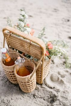 Picnic Ideas Discover 16 Summer Bachelorette Party Alternatives with your Bridal Squad Ruffled 18 Summer Activities To Do with your BFF Picnic Time, Summer Picnic, Picnic Parties, Outdoor Parties, Dinner Parties, Beach Picnic Foods, Fall Picnic, Comida Picnic, Romantic Picnics