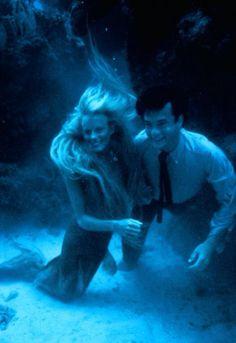 Daryl Hannah & Tom Hanks - Splash - my favorite mermaid movie Splash Film, Splash Movie, Tom Hanks, Daryl Hannah, Mermaid Movies, Splash Images, Image Film, Mermaid Pictures, Super Soldier