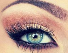 The 3 Best Makeup Ideas for Blue Eyes and Dark Hair