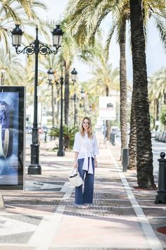Escada White Bag - find my first look from #Marbella now up on www.mod-by-monique.com  #costadelsol #andalusia #andalusien #style #jeans #escada #ml40 #ml40bag #escadabag #bag #white #jeans #denim #streetstyles #travel #wanderlust