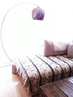 Google Image Result for http://4.bp.blogspot.com/-bnSQRsCVAiI/T8Zl7oMJLLI/AAAAAAAAGVw/NY6oF8M6IFw/s1600/couch-arc-lamp.jpg