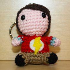 "Pupazzetto uncinetto amigurumi ""Sheldon Cooper"" da ""The Big Bang Theory"", by Mrs. Poppy, 15,00 € su misshobby.com"