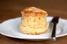 Easy Classic British Cheese Scones Scones: Easy Cheese Scone Recipe – Recipe for Cheese Scones British Scones, British Cheese, Baking Scones, Savoury Baking, Vegan Baking, Scottish Recipes, Irish Recipes, English Recipes, English Food