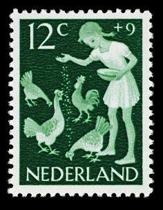 Postzegel Nederland 1962, Kinderpostzegel, kippen voeren Maker: ontwerper: Rueter, Pam Georg drukker: Joh. Enschedé en Zonen Trefwoord: kinderpostzegels kip meisje Verv.jaar: 12 november 1962 Techniek: rasterdiepdruk