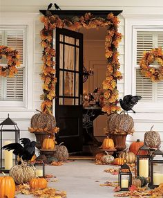 Everything Fabulous: A Halloween Entrance! Gorgeous! Can remove the birds and add more color and mums to transition to harvest. Fall home
