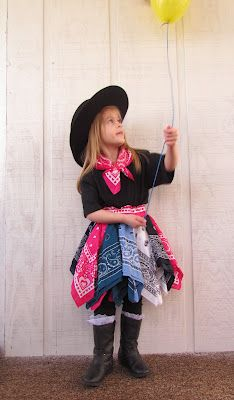 DIY cute and easy cowgirl skirt out of bandanas with Emma now!!