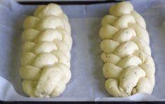 Leipojat.fi / Pullapitko neljällä säikeellä Finnish Recipes, Sweet Pastries, Garlic, Stuffed Mushrooms, Food And Drink, Potatoes, Baking, Vegetables, 3