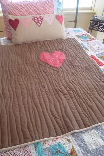 5 Easy Quilt Ideas for Beginners | You Put it Up- This is not what I want for my bed, but it is the cutest quilt I have ever seen! It looks like a tree trunk with names carved. I LOVE it!!