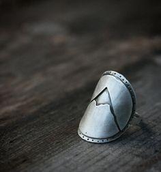 Anneau de selle de montagne par jonesingforjewelry sur Etsy
