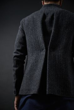 Jackets really are a very important part of each and every man's closet. Men have to have jackets for a variety of activities and several weather conditions Moda Chic, Fashion Details, Fashion Design, Fashion Trends, Tailored Jacket, Fabric Manipulation, Mode Style, Style Men, Refashion