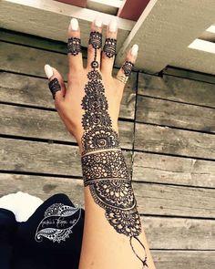 Boka tid för ,fest, hennafest, bröllop, möhippa och tjejkväll 🙂 #hennaparty #hennatattoo #hennadesign #brunhenna #hennaisverige #henna #hennaartist #hennawedding #hennaart #hennanight #hennatattoos #hennalove #hennastain #hennafun #hennamehndi #hennainspire #hennainspire #tattoo #tattoos #tattooedgirls #tatoo #tatuering#sverigetatuering #södetäljetjejer #sverige #malmötatoo#Linköpingsbröllop #linköpingsbutik #linköpingsfrisör #linköpingsfest #bridelhenna #sweden #art
